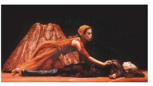 Fernanda Torres in Flash and Crash Days (performing with her mother, Fernanda Montenegro)