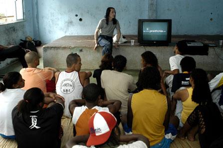 Eu (GT) dando um dos workshops em Vigário Geral em 2005