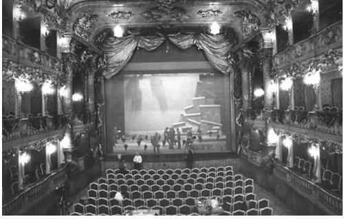 Esse eou EU em Munique, Alemanha, teatro Estatal a peça STURMSPIEL (minha), em (pasmem!) 1989 !! Sim, MIl novecentos e oitenta e oitenta e nove.